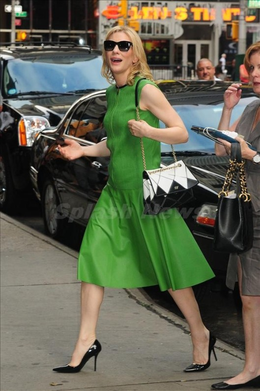 Cate Blanchett rushes in Good Morning America in Green Dress